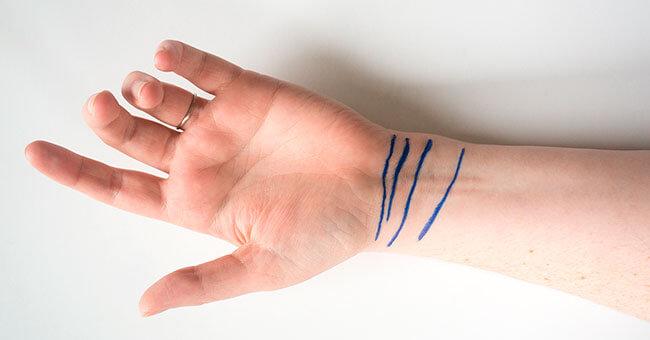 Сколько линий у вас на запястье? 3 или 4? Проверьте и узнайте, что это значит.