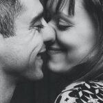 3 способа, как знающая себе цену женщина показывает любовь мужчине без слов