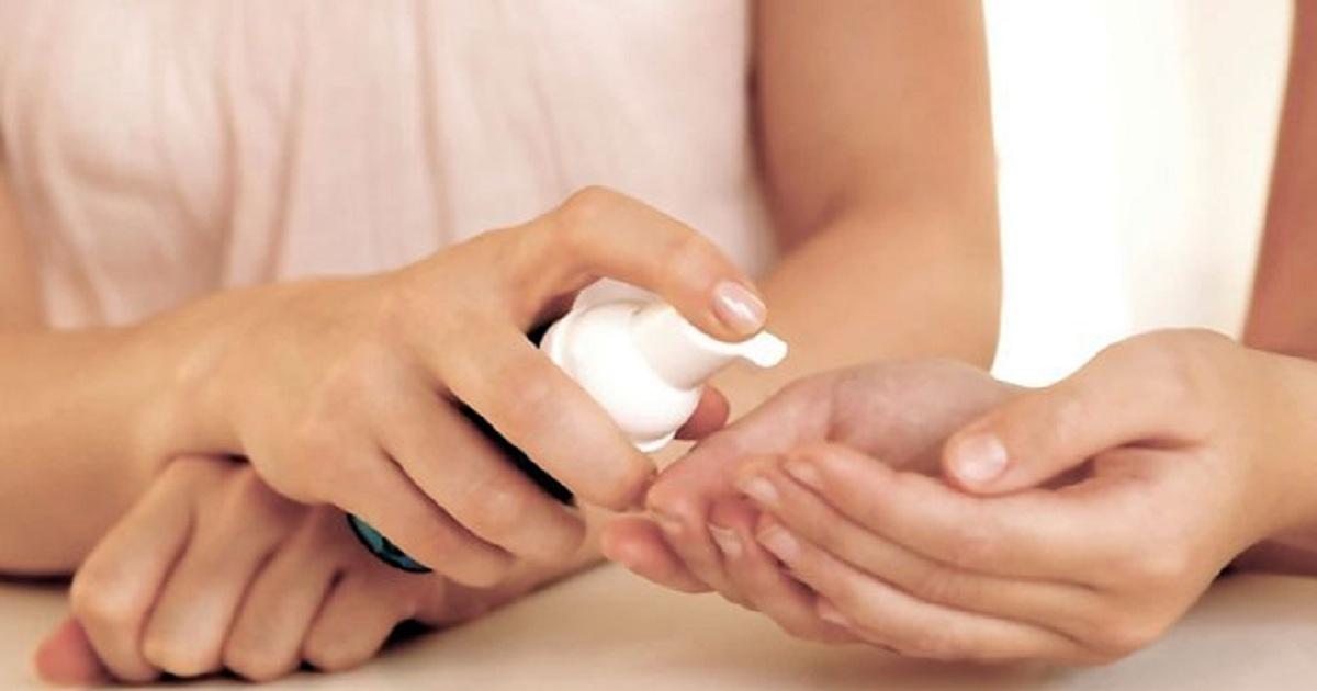 Антисептик для рук можно сделать дома из подручных ингредиентов